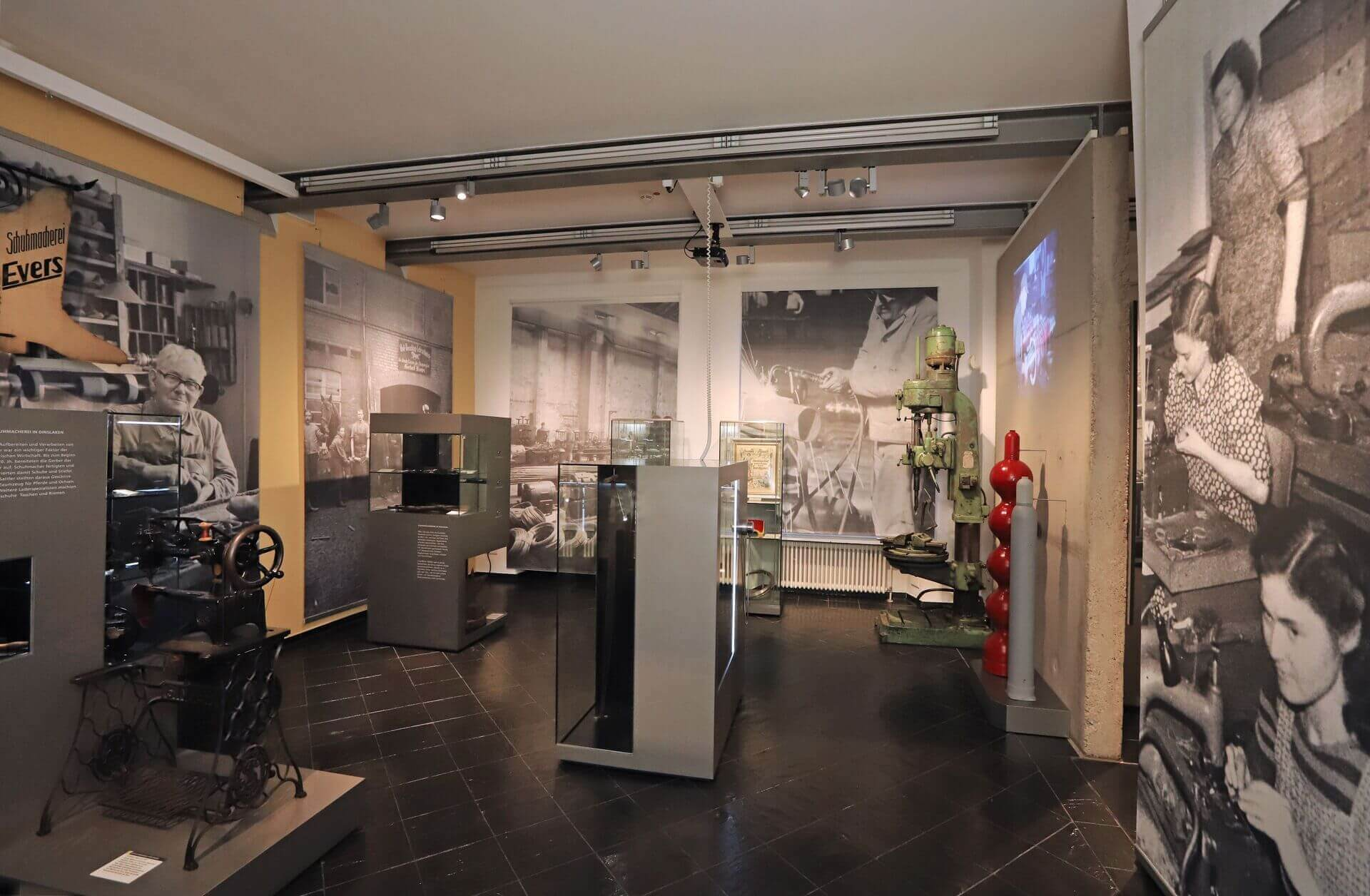 Museum Voswinckelshof - Raum Handwerk zu Industrie - Gesamtansicht - fotografiert von Martin Büttner