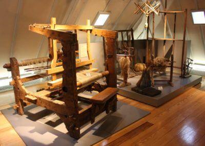 Museum Voswinckelshof Dachgeschoss - Webstuhl und Textil - fotografiert von Martin Büttner