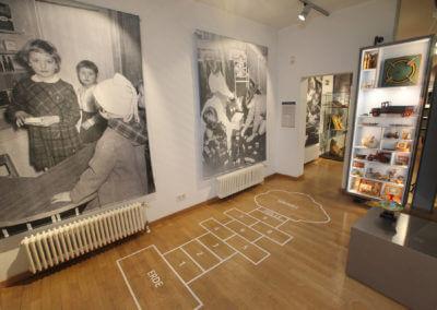 Museum Voswinckelshof - Raum mit Hüpfspiel Jungen - fotografiert von Martin Büttner