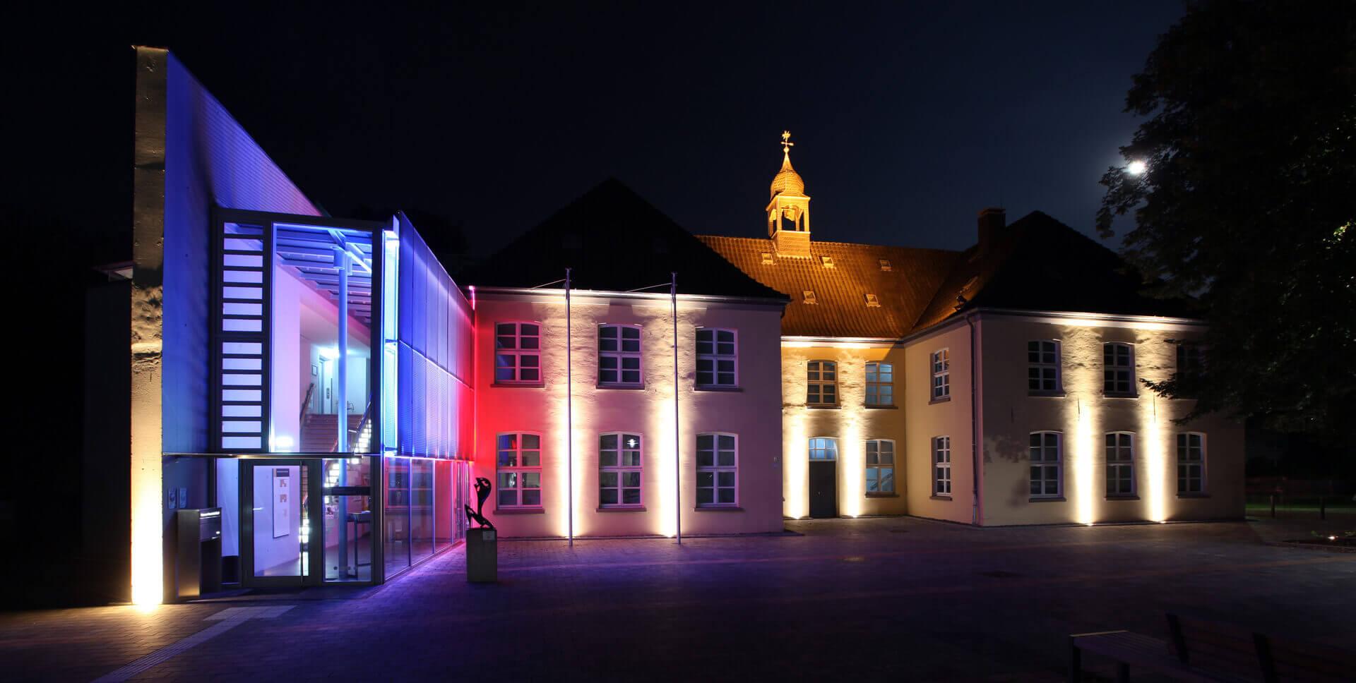 Museum Voswinckelshof - Vorderseite Nacht mit Mond - fotografiert von Martin Büttner