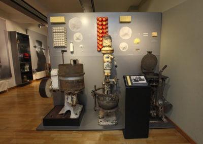 Museum Voswinckelshof - Wand mit Rezept und Maschinen - fotografiert von Martin Büttner
